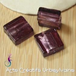 Perle en verre carré violet...