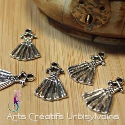 Breloque petite robe métal...
