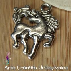 Breloque cheval en métal...
